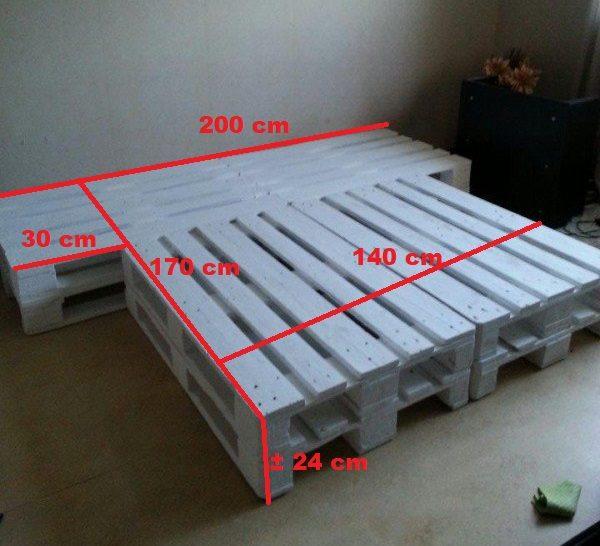 Palletbed met nachtkastjes 140×170