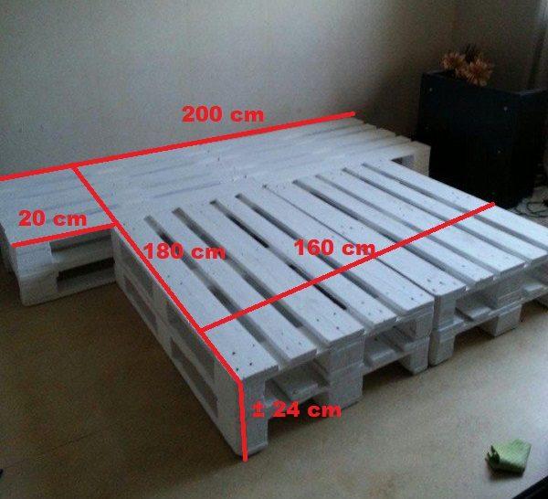 Palletbed met nachtkastjes 160×180